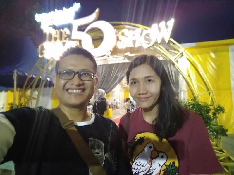 Menonton sirkus the great 50 show di Surabaya