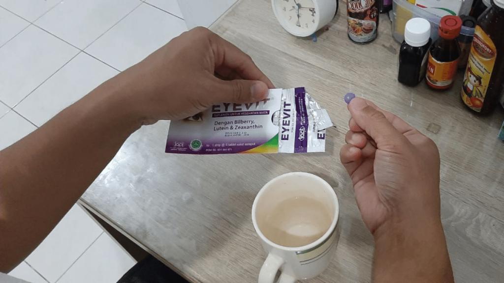 Menjaga kesehatan mata dengan vitamin mata Eyevit secara rutin